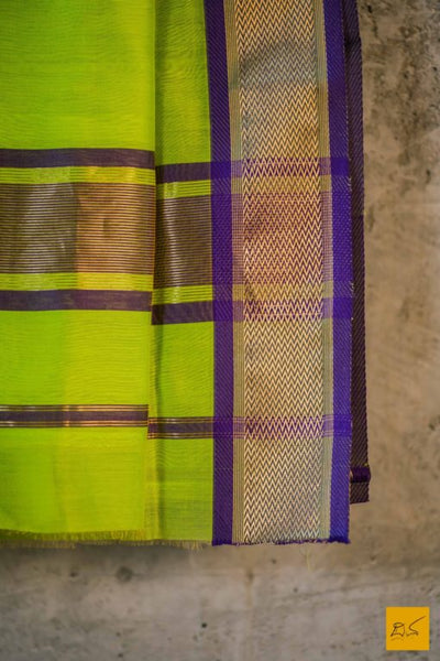 maheshwari saree with traditional border, green silk cotton maheshwari saree, Maheshwari Saree for artists, art lovers, architects, saree lovers, Saree connoisseurs, musicians, dancers, doctors, maheshwari silk cotton saree, indian saree images, latest sarees with price, only saree images, new maheshwari saree design 2020