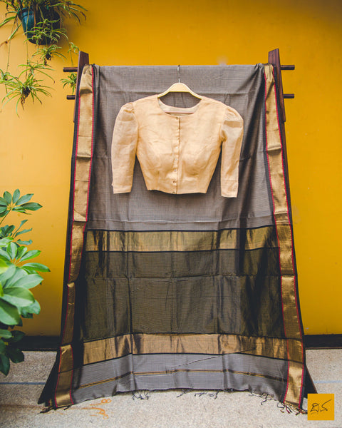 A lovely gold Blouse. New trend of Blouse designs, Blouse for artists, art lovers, architects, blouse lovers, Blouse connoisseurs, musicians, dancers, doctors, gold blouse, indian blouse images, latest blouses with price, only blouse images, new blouse design.