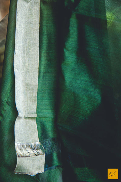 This is a gorgeous cotton chanderi handwoven saree with jaal in silver and golden zari. New trend of chanderi pure silk saree designs, chanderi pure Silk saree for artists, art lovers, architects, saree lovers, saree connoisseurs, musicians, dancers, doctors, chanderi pure Silk saree, indian saree images, latest sarees with price, only saree images, new chanderi pure silk saree design.