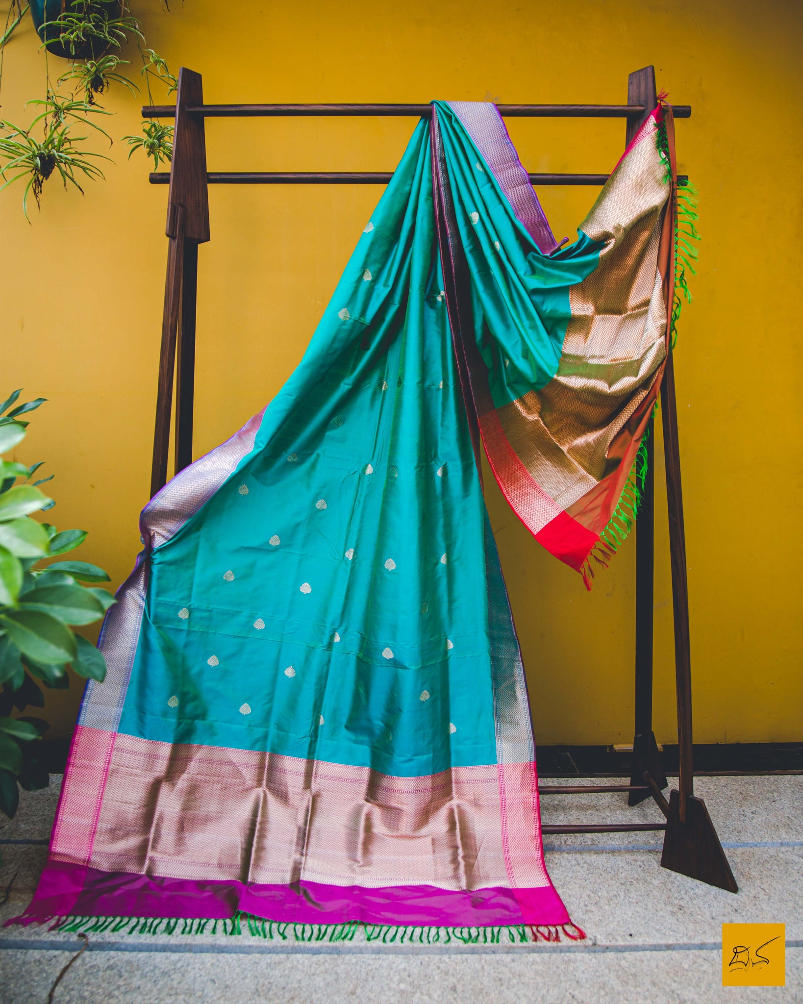 Get the lovely vibes of both blue and green with this cyan banarasi katan silk handwoven dupatta with kadhwa butta. Traditional, Indian wedding, Statement piece, Formal, Sangeeth, Cocktail