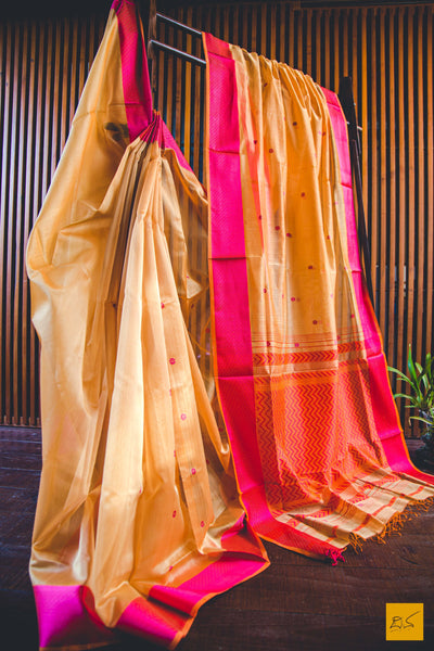 This is a wonderful Maheshwari Silk Cotton handwoven saree with buttas and lovely chataai pallu. New trend of Maheshwari Silk Cotton saree designs, Maheshwari Silk Cotton saree for artists, art lovers, architects, saree lovers, saree connoisseurs, musicians, dancers, doctors, Maheshwari Silk Cotton Katan silk saree, indian saree images, latest sarees with price, only saree images, new Maheshwari Silk Cotton saree design.