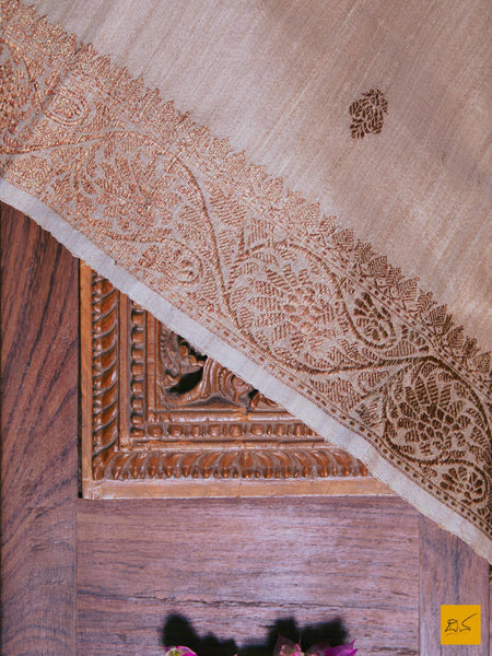 A magnificent pure tussar silk saree with kadhwa buttas. New trend of Tussar Silk Saree designs, Tussar Silk Saree for artists, art lovers, architects, saree lovers, Saree connoisseurs, musicians, dancers, doctors, Tussar silk saree, indian saree images, latest sarees with price, only saree images, new Tussar Silk saree design.