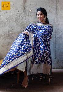 This is a beautiful banarasi katan silk dupatta in cutwork style. New trend of Banarasi designs, Banarasi for artists, art lovers, architects, dupatta lovers, dupatta connoisseurs, musicians, dancers, doctors, Banarasi Katan silk dupatta, indian dupatta images, latest dupatta with price, only dupatta images, new Banarasi dupatta design.