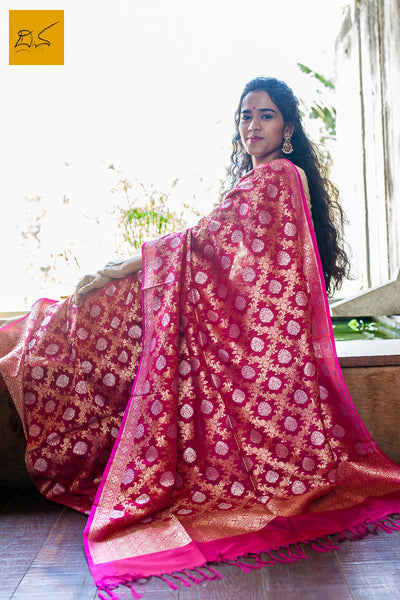 This is a wonderful banarasi georgette dupatta. New trend of Banarasi Dupatta designs, Banarasi Dupatta for artists, art lovers, architects, dupatta lovers, dupatta connoisseurs, musicians, dancers, doctors, Banarasi Katan silk dupatta, indian dupatta images, latest dupattas with price, only dupatta images, new Banarasi dupatta design.