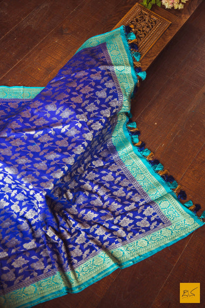 This is a gorgeous banarasi munga dupatta. New trend of munga Silk dupatta designs, munga Silk dupatta for artists, art lovers, architects, dupatta lovers, dupatta connoisseurs, musicians, dancers, doctors, munga Silk dupatta, indian dupatta images, latest dupattas with price, only dupatta images, new munga silk dupatta design.