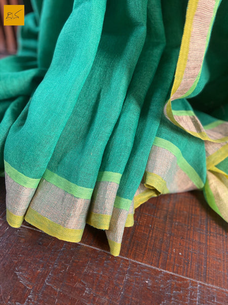 This is a gorgeous Linen handwoven Saree with a green body. New trend of Saree designs, Saree for artists, art lovers, architects, saree lovers, Saree connoisseurs, musicians, dancers, doctors, linen saree, indian saree images, latest sarees with price, only saree images, new saree design.