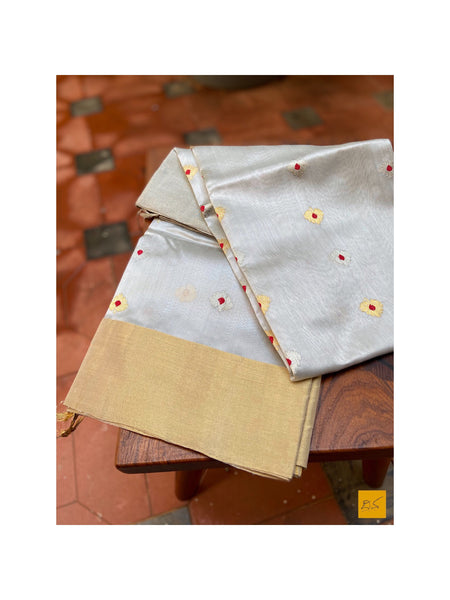 This is a gorgeous chanderi pure silk handwoven dupatta with pastel grey body. New trend of chanderi pure silk dupatta designs, chanderi pure Silk dupatta for artists, art lovers, architects, dupatta lovers, dupatta connoisseurs, musicians, dancers, doctors, chanderi pure Silk dupatta, indian dupatta images, latest dupattas with price, only dupatta images, new chanderi pure silk dupatta design.