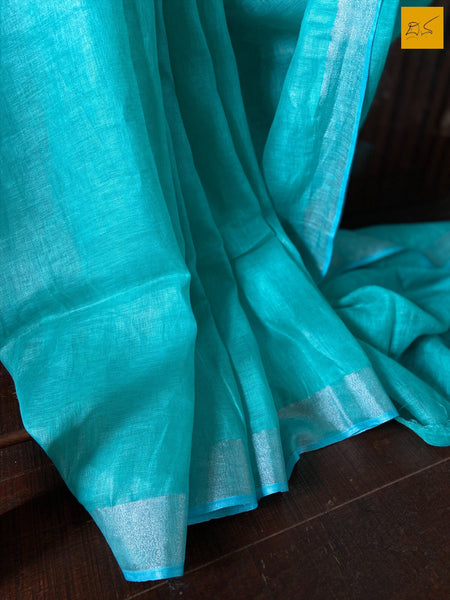 This is a gorgeous Linen handwoven Saree with a blue body. New trend of Saree designs, Saree for artists, art lovers, architects, saree lovers, Saree connoisseurs, musicians, dancers, doctors, linen saree, indian saree images, latest sarees with price, only saree images, new saree design.