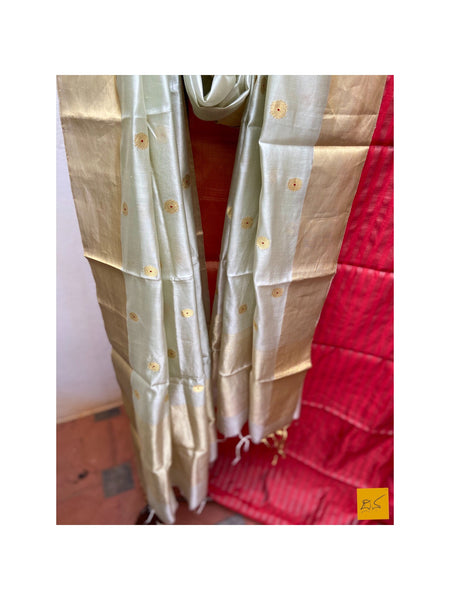 This is a gorgeous chanderi pure silk handwoven dupatta with light green body. New trend of chanderi pure silk dupatta designs, chanderi pure Silk dupatta for artists, art lovers, architects, dupatta lovers, dupatta connoisseurs, musicians, dancers, doctors, chanderi pure Silk dupatta, indian dupatta images, latest dupattas with price, only dupatta images, new chanderi pure silk dupatta design.