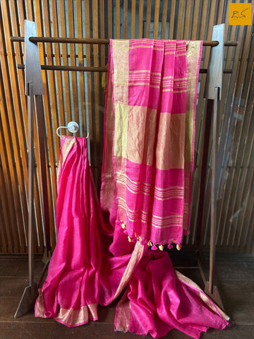 This is a gorgeous Linen handwoven Saree with a pink body. New trend of Saree designs, Saree for artists, art lovers, architects, saree lovers, Saree connoisseurs, musicians, dancers, doctors, linen saree, indian saree images, latest sarees with price, only saree images, new saree design.