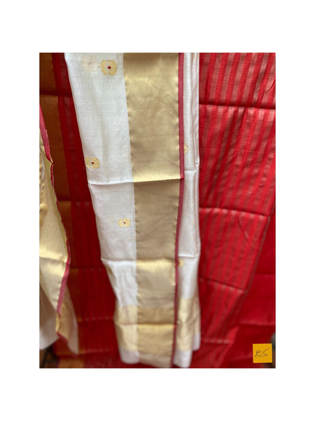 This is a gorgeous chanderi pure silk handwoven dupatta with white body and meenakari buttas. New trend of chanderi pure silk dupatta designs, chanderi pure Silk dupatta for artists, art lovers, architects, dupatta lovers, dupatta connoisseurs, musicians, dancers, doctors, chanderi pure Silk dupatta, indian dupatta images, latest dupattas with price, only dupatta images, new chanderi pure silk dupatta design.