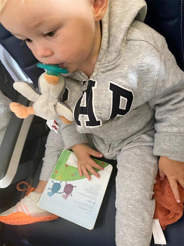 How to entertain your child on the plane