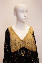 Load image into Gallery viewer, A Vintage 1920s floral print Silk and Lace large collar Dress