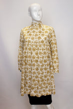 Load image into Gallery viewer, A Early Vintage 1960s Laura Ashley floral Smock Top