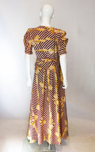 Load image into Gallery viewer, A Vintage 1940s fun Printed Wrap Around Dress