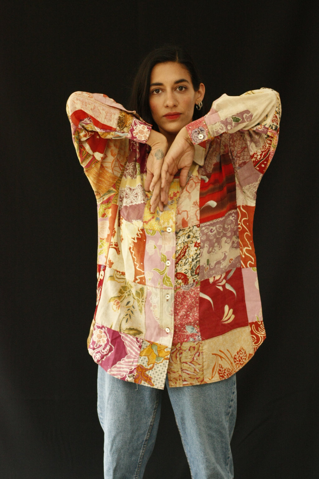 The fabric of this garment was found in Nishiki Market, Kyoto. The design was inspired by the street style, art and architecture of Japan. Deadstock pieces of fabric from India, Africa and Japan sewn together. Patchwork shirt with history, a statement garment for a lifetime. INGREDIENTS 100% cotton Mother of pearl buttons (concha de nacar) Ethically made in Ecuador. Sustainable fashion, handmade, natural fibers, vintage textiles and upcycled materials.