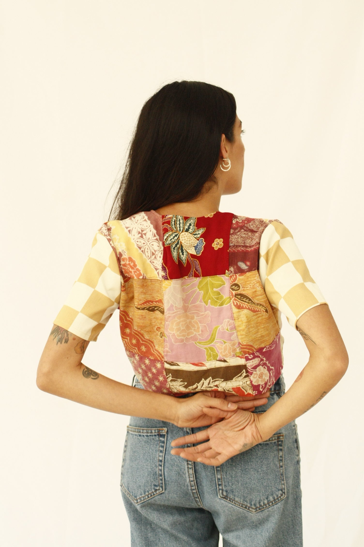 The fabric of this garment was found in Nishiki Market, Kyoto. The design was inspired by the street style, art and architecture of Japan. Deadstock pieces of fabric from India, Africa and Japan sewn together. Patchwork crop top with history, a statement garment for a lifetime. INGREDIENTS 100% cotton Mother of pearl buttons (concha de nacar) Ethically made in Ecuador. Sustainable fashion, handmade, natural fibers, vintage textiles and upcycled materials.