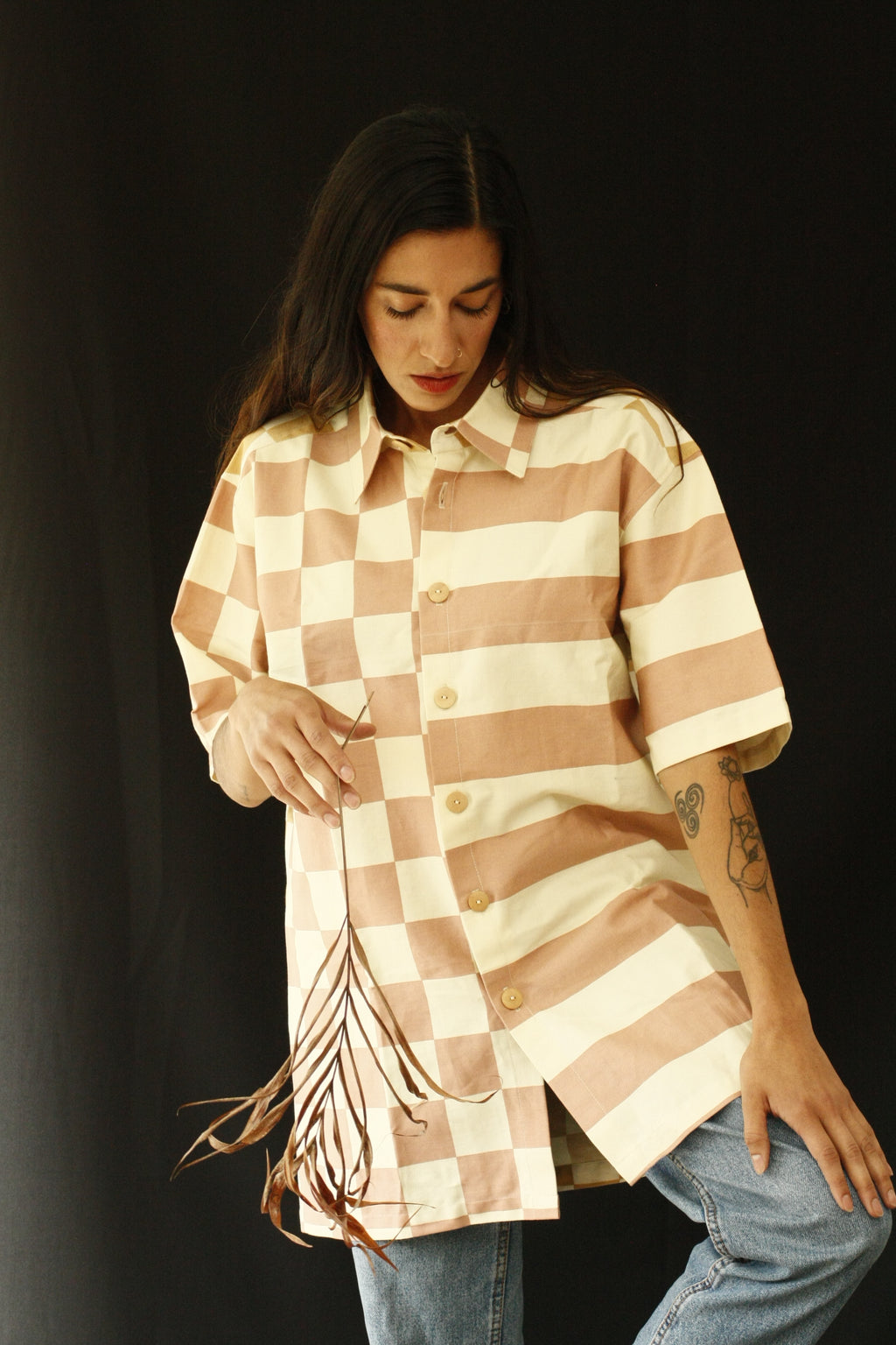 The fabric of this garment was found in Shibuya, Tokyo. The design was inspired by the street style, art and architecture of Japan. Deadstock fabrics put together to create this unique unisex shirt. Wear it with pants or as a dress. INGREDIENTS 100% cotton Wood buttons Ethically made in Ecuador. Sustainable fashion, handmade, natural fibers, vintage textiles and upcycled materials.