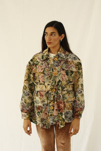 The fabric of this garment was found in Kyoto, Japan. Floral print with a utilitarian style to create a unique look. Includes a belt to fit all sizes INGREDIENTS 100% cotton,  Wood buttons. Ethically made in Ecuador sustainable fashion, handmade  natural fibers, vintage textiles and upcycled materials. Linen, wool, hemp and cotton are the fabrics we use the most.  Slow design, small batched. Latin american design, moda sostenible, moda lenta.