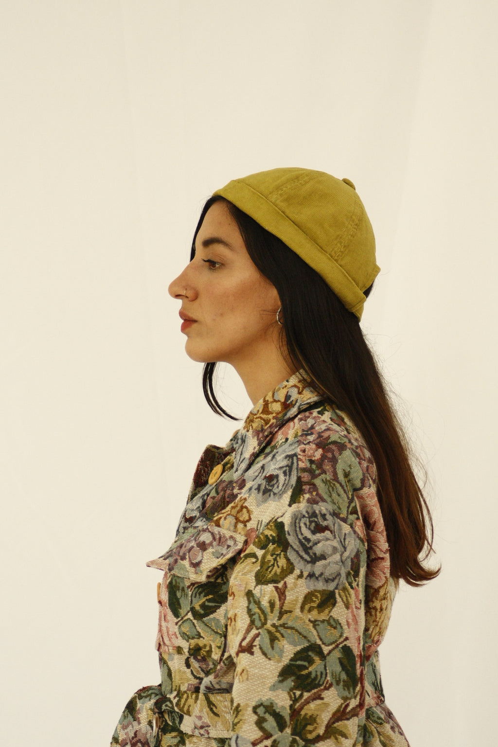 The design of this beanie was inspired by the street style, art and architecture of Japan. Beanie made with leftover green corduroy fabric from our previous collections. INGREDIENTS 100% cotton corduroy Unisex Ethically made in Ecuador. Sustainable fashion, handmade, natural fibers, vintage textiles and upcycled materials.