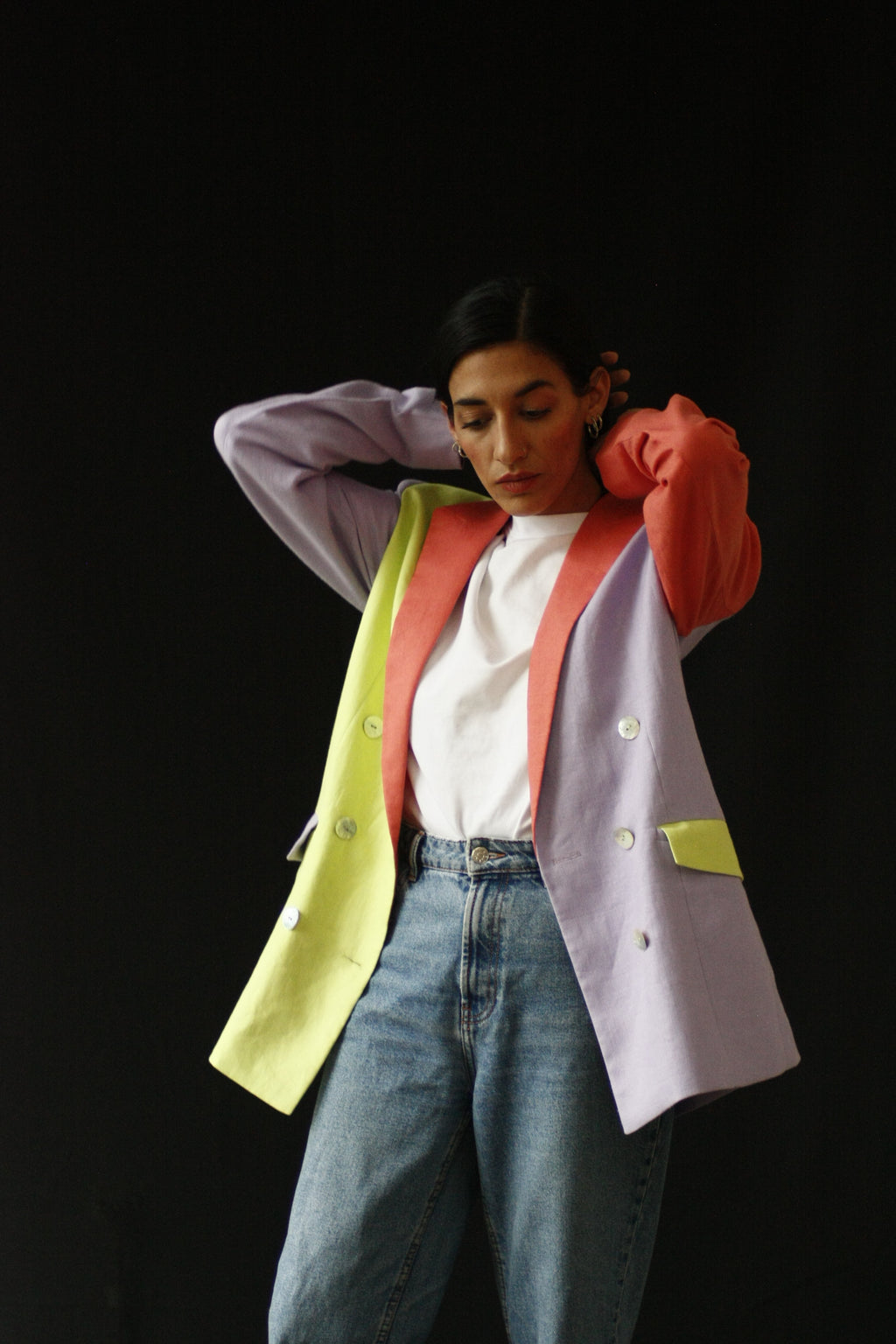 The fabric of this garment was found in Osaka, Japan. The design was inspired by the street style, art and architecture of Japan. The bold colors in this blazer are inspired in the works of art of Yayoi Kusama and Okamoto Shinjiro. INGREDIENTS 100% linen Mother of pearl buttons (concha de nacar) Ethically made in Ecuador sustainable fashion, handmade, natural fibers, vintage textiles and upcycled materials.