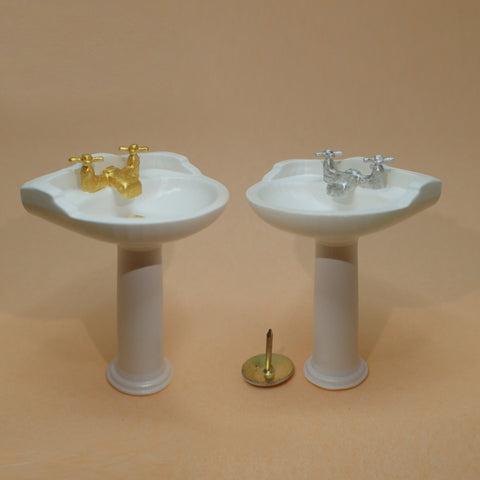 Traditional bathroom sink, 1/24th scale