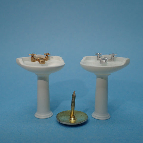 Traditional bathroom sink, 1/48th scale