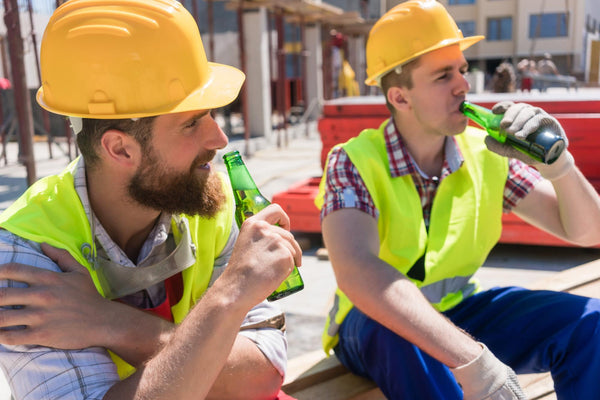 does beer dehydrate you: two construction workers drinking beers on site