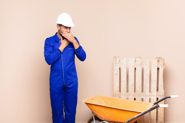 how to get rid of itchy throat: hard hat worker having an allergic reaction