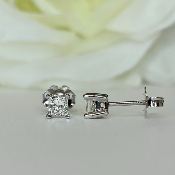Princess cut diamond stud earring