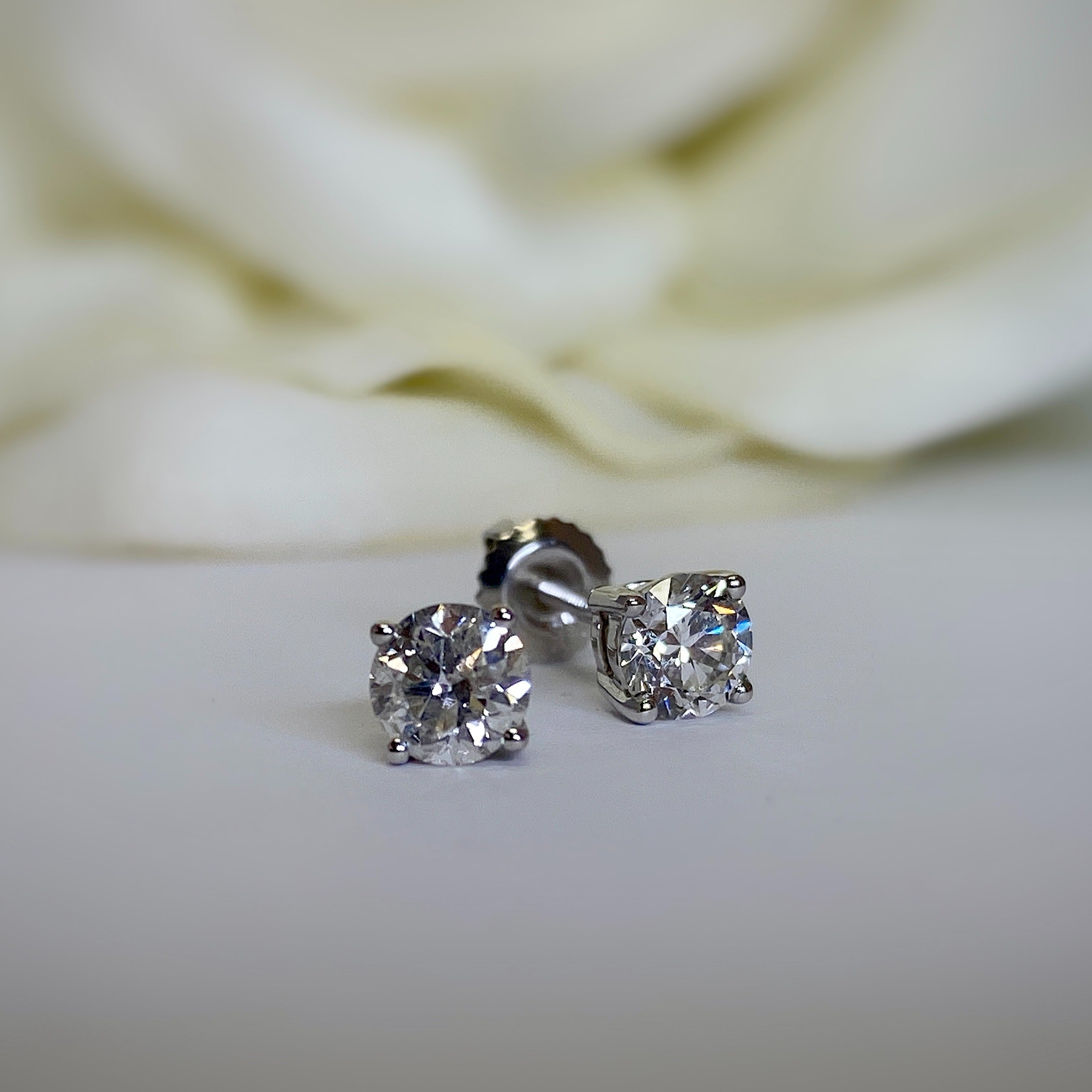 14k white gold diamond stud earring-.75ctw