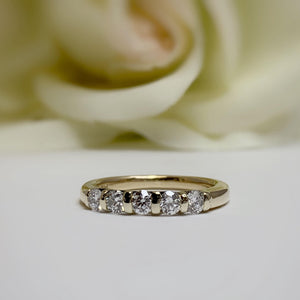 AR-11664    5 diamond band in yellow gold - size 6