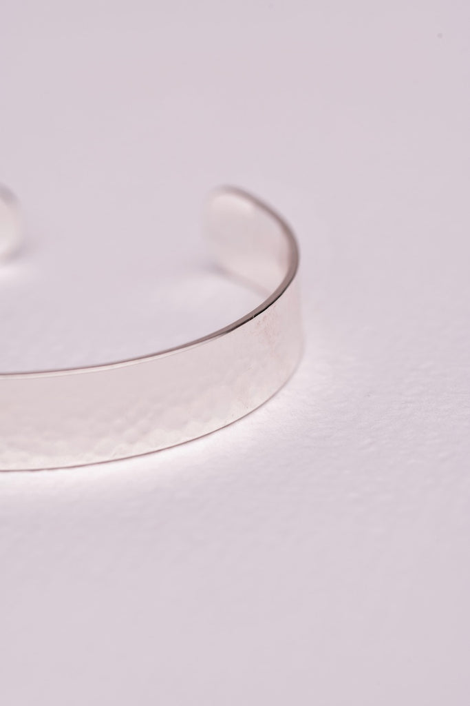 Load image into Gallery viewer, ZAFINO - HAMMERED BANGLE - SILVER