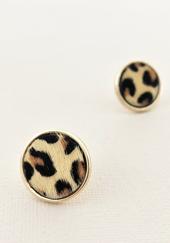 HIDE BUTTON STUD EARRING