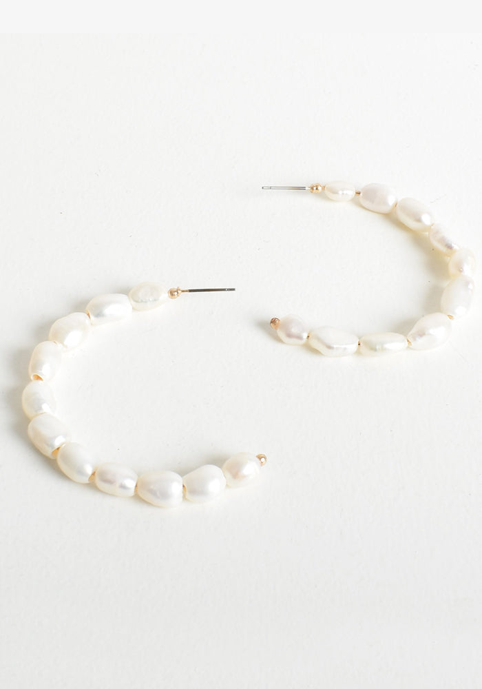 Load image into Gallery viewer, NATURAL PEARL HOOP EARRING