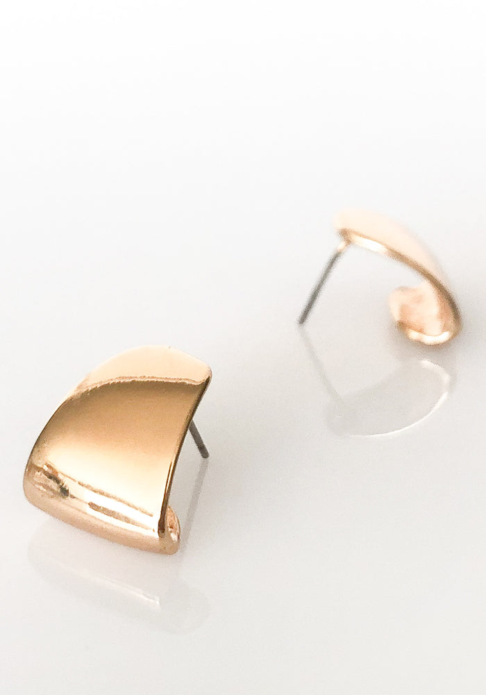 Load image into Gallery viewer, MINI METAL CURVED HOOP EARRING - GOLD