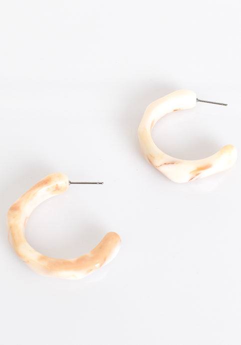 FACET EDGE RESIN OPEN HOOP EARRING - CREAM
