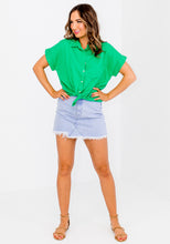 Load image into Gallery viewer, GIGI LINEN POCKET SHIRT - GREEN