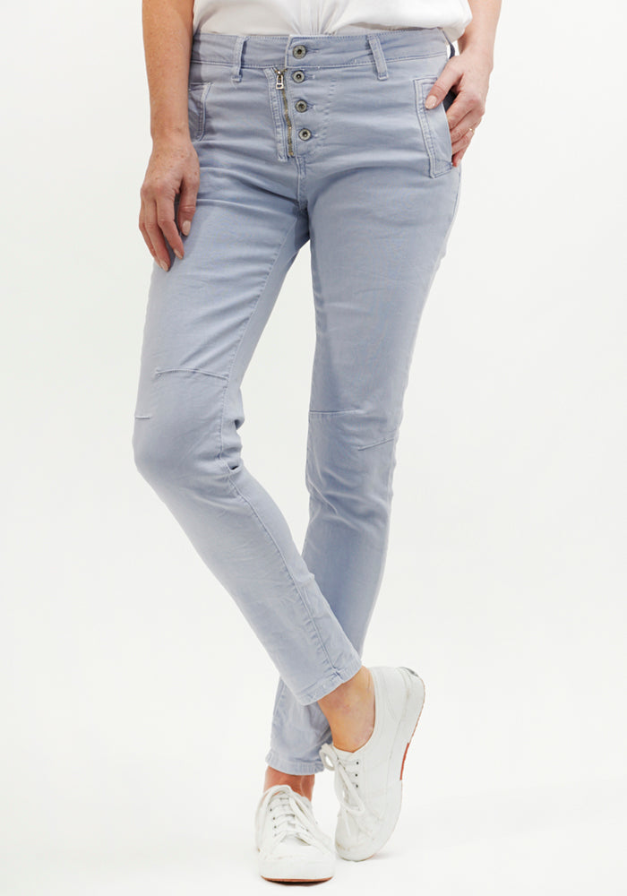 Load image into Gallery viewer, ITALIAN STAR BUTTON DETAIL STRETCH JEAN - ICE BLUE