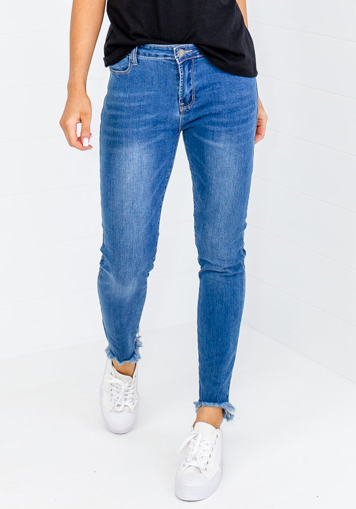 Load image into Gallery viewer, MARNIE HI-LOW FRAY HEM STRETCH JEAN