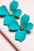 Load image into Gallery viewer, ZAFINO - SMALL ORCHID FLOWER STUD EARRING - GREEN