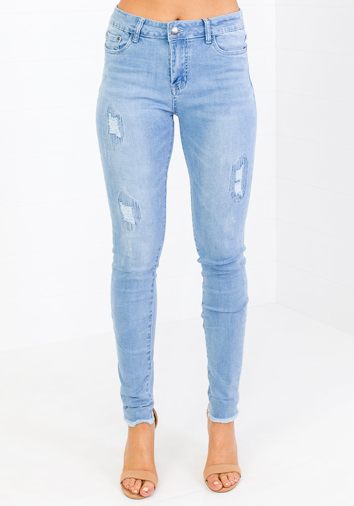 AIDEN DISTRESSED PATCH FRAY HEM JEANS-LIGHT WASH