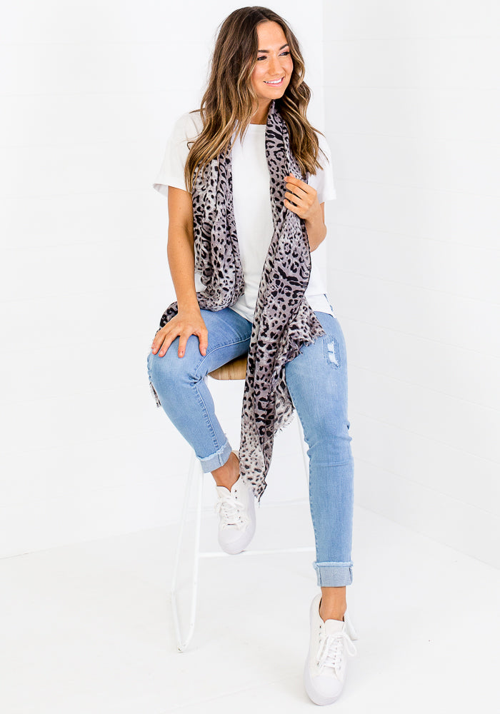 LIGHT WEIGHT LEOPARD PRINT SCARF - GREY