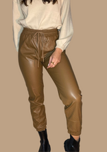 Load image into Gallery viewer, CLAIRE PANTS // PU BROWN