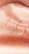 Load image into Gallery viewer, CLASSY MONKEY TAIL EARRING // GOLD