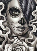 Lade das Bild in den Galerie-Viewer, Skull Woman - DIY Diamond Painting | Eckige/Runde Steine
