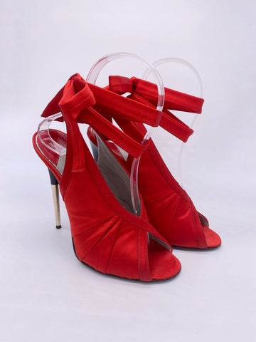 Anne Curtis's Tom Ford Satin Modern Ballet Heels