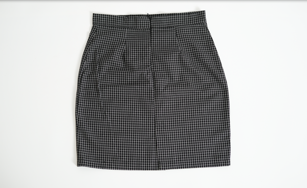 BLACK SKIRT WITH WHITE LINES