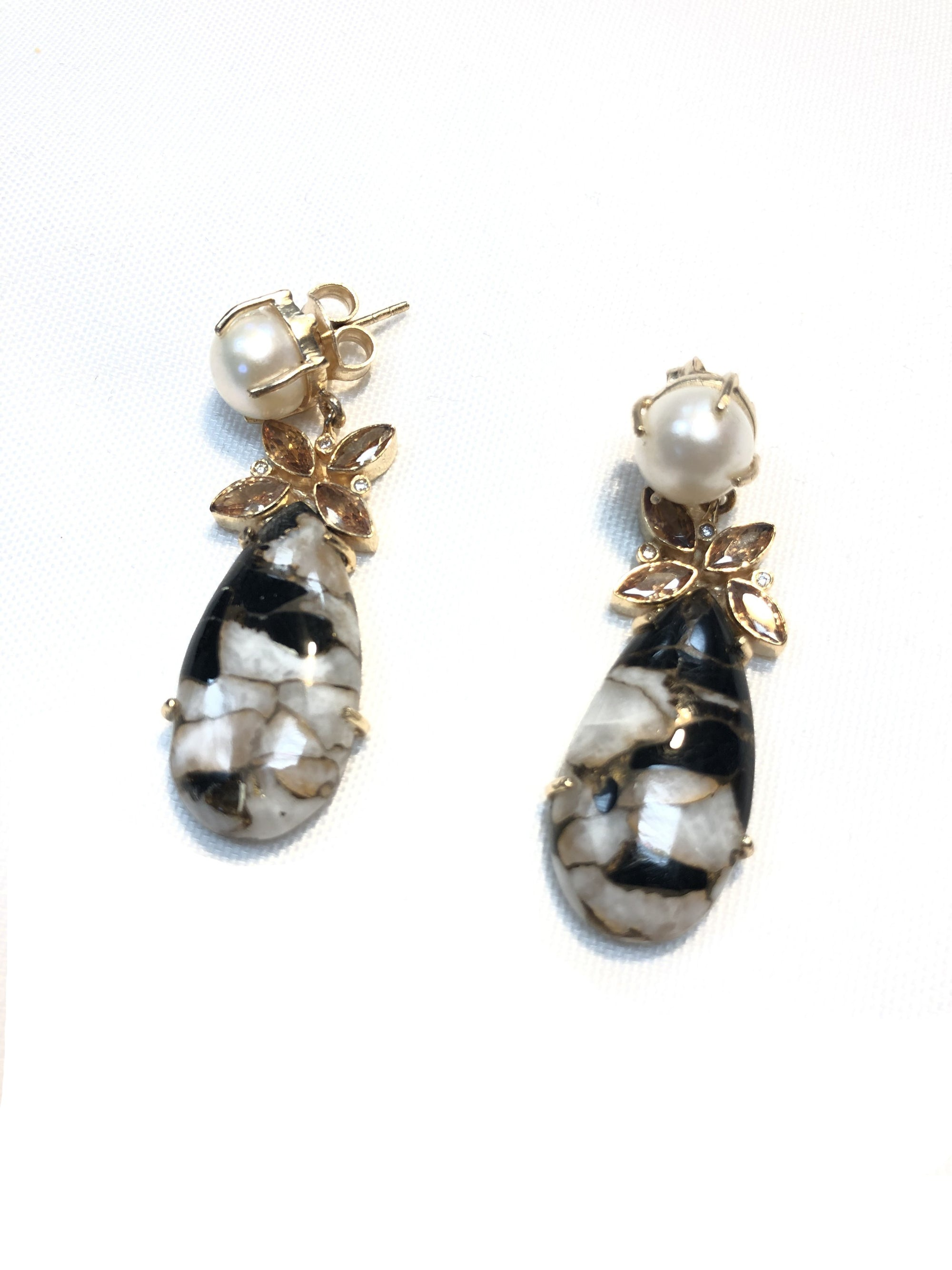 BUTTON DOWN STONE TEARDROP WTH PEARL EARRINGS