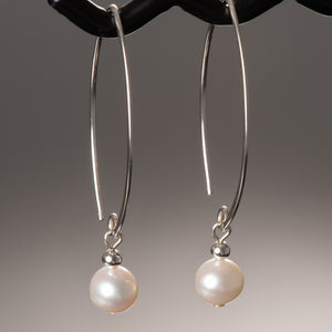 white pearl curve earring